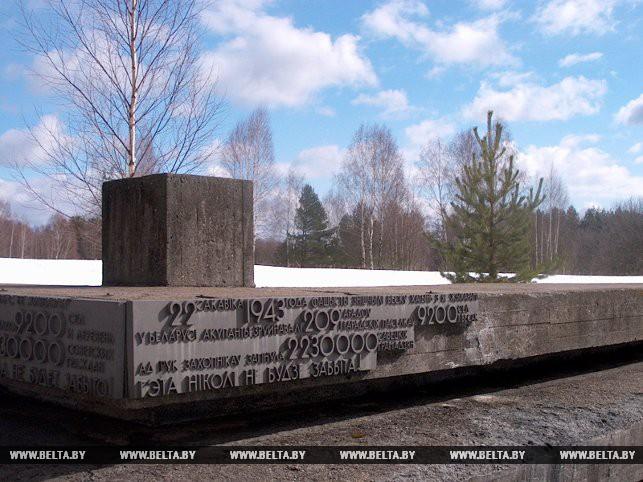 """Мемориальный комплекс """"Хатынь"""". 31 марта 2004 года"""