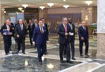 Участники встречи во Дворце Независимости