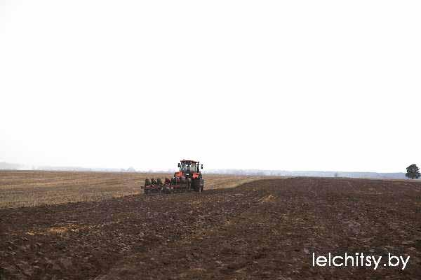 Весна, погода, поле, трактор