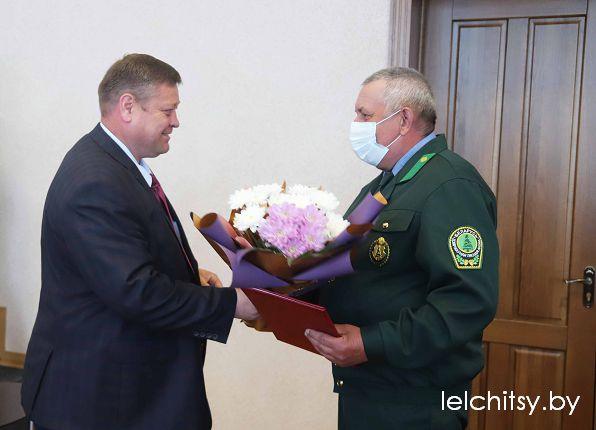Гавриловец вручает награды ЧАЭС
